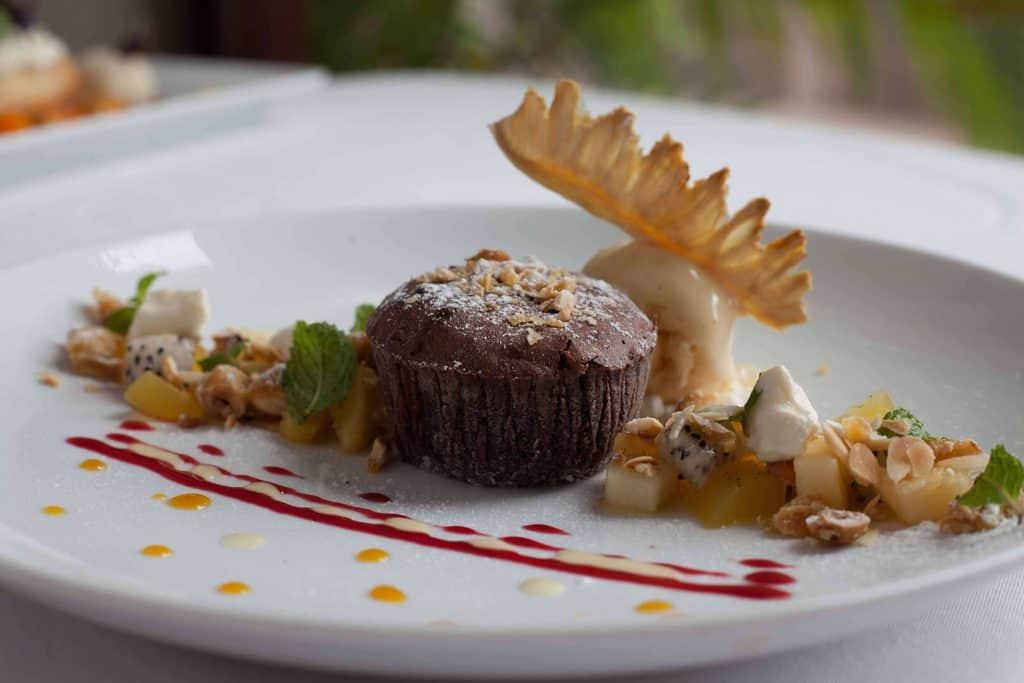 abacus-best-french-restaurant-dessert-le-mi-cuit-au-chocolat